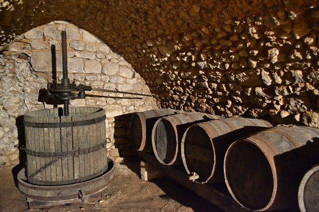 apprenti-sommelier-vins-pessac-leognan-actualites-faire-du-vin-barriques.jpg