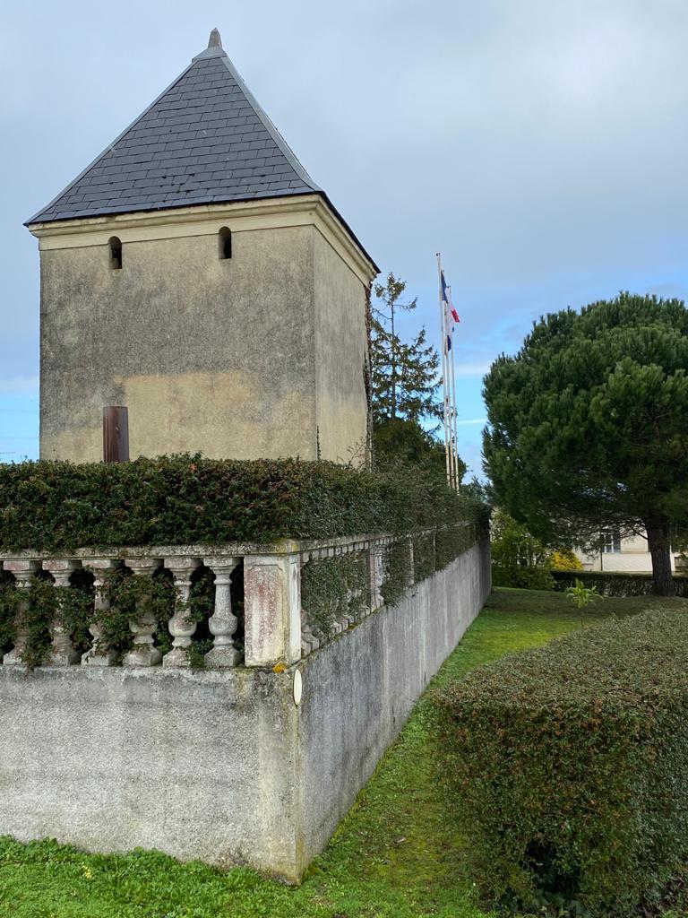 vins-pessac-leognan-l-apprenti-sommelier-chateau-de-france-batiment-principal-tour
