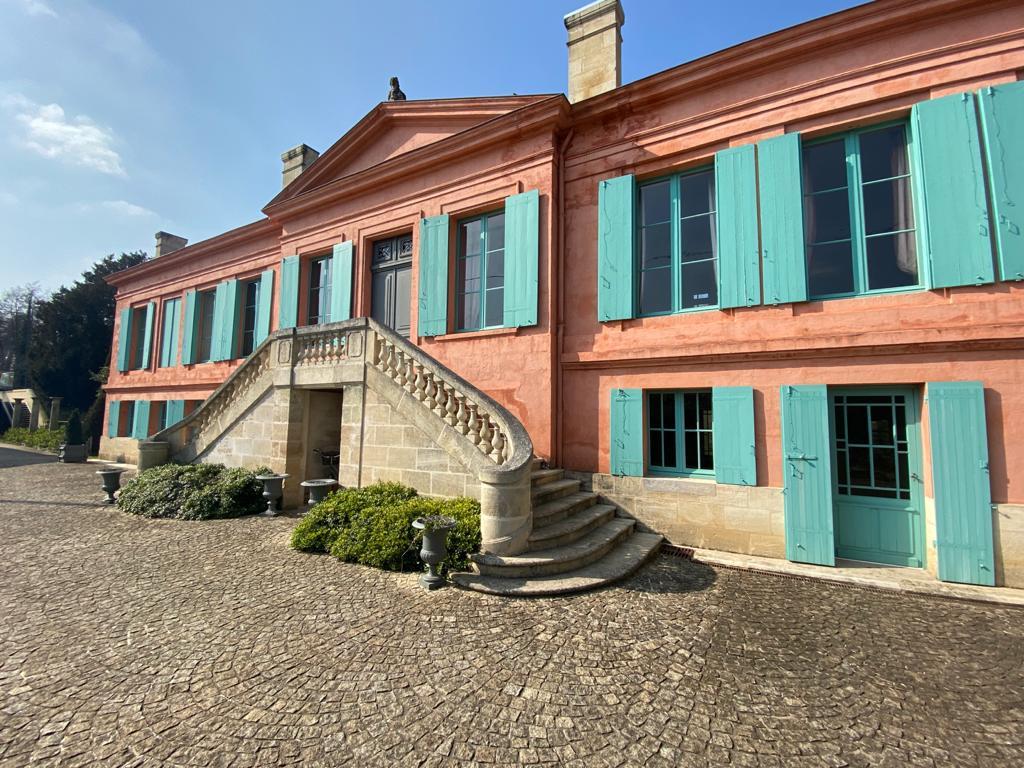 vins-pessac-leognan-l-apprenti-sommelier-chateau-pont-saint-martin-batiment-2