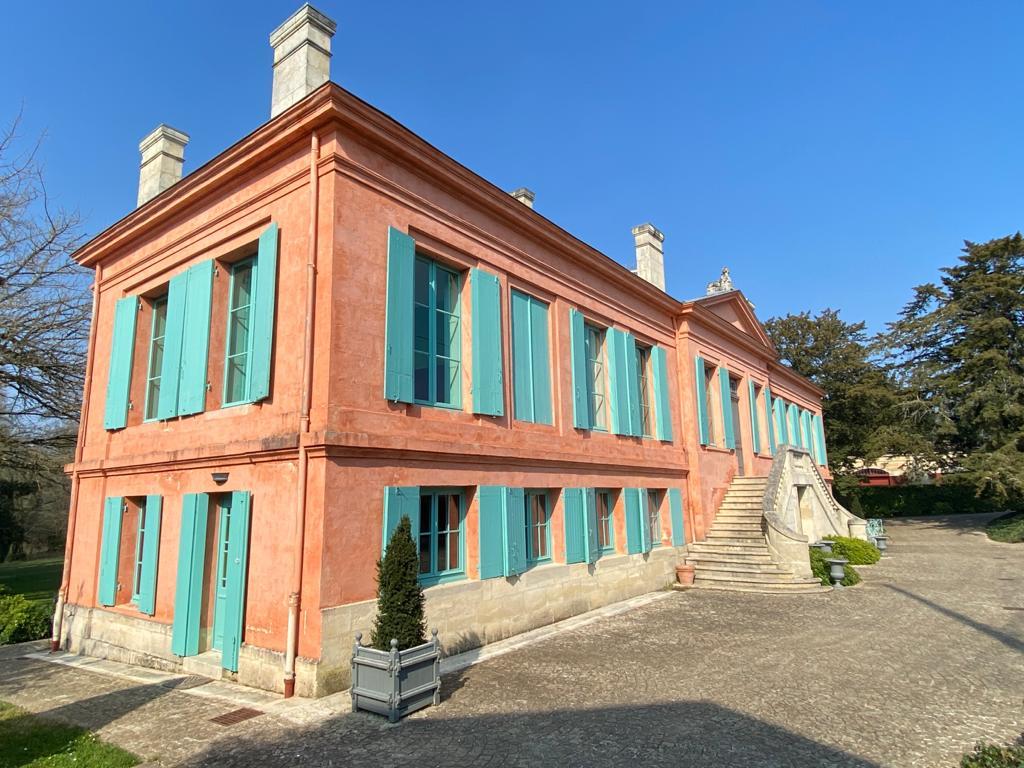 vins-pessac-leognan-l-apprenti-sommelier-chateau-pont-saint-martin-batiment-principal