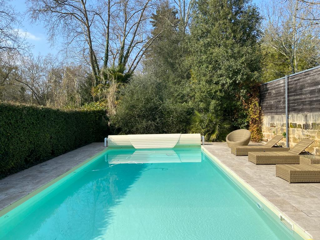 vins-pessac-leognan-l-apprenti-sommelier-chateau-pont-saint-martin-chambre-montesquieu-montaigne-mauriac-ausone-piscine