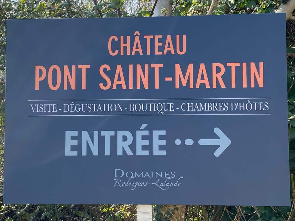 vins-pessac-leognan-l-apprenti-sommelier-chateau-pont-saint-martin-pancarte-entree