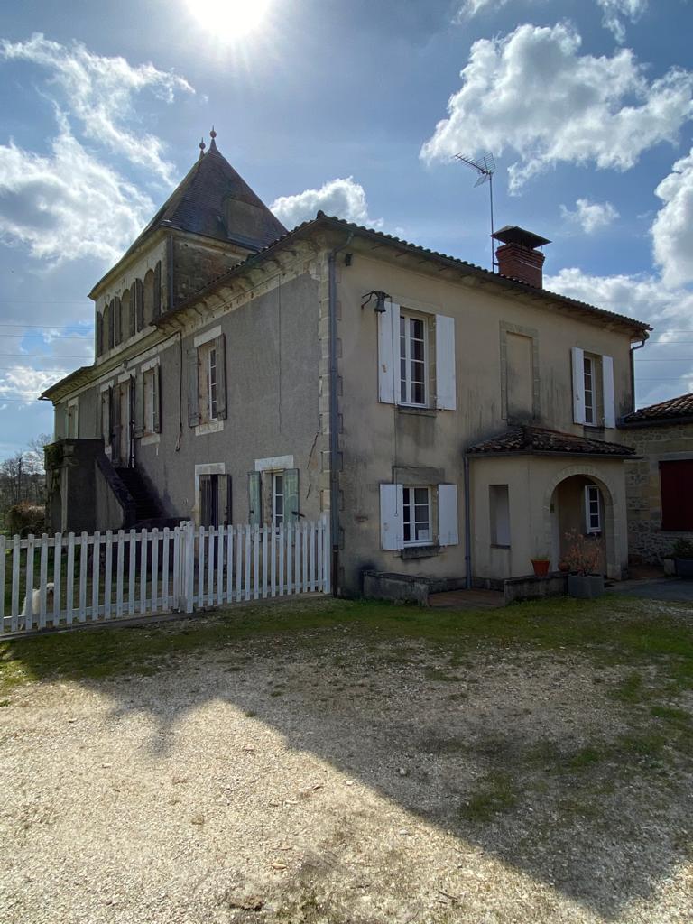 vins-pessac-leognan-l-apprenti-sommelier-domaine-de-grandmaison-visite-vignoble-chateau-batiment